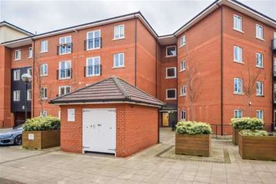 2 Bedrooms Flat for rent in John Dyde Close, Bishops Stortford