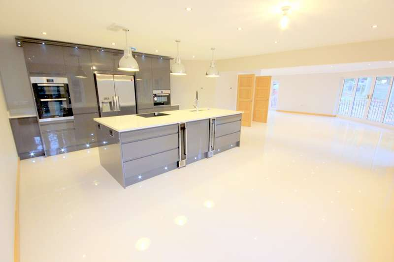 3 Bedrooms Property for sale in Kingsley Hall, Lymewood Close, Newcastle