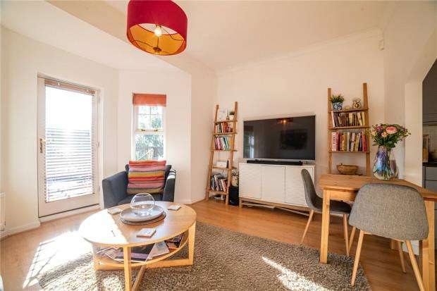 2 Bedrooms Apartment Flat for sale in Hughenden View, Shrubbery Close, High Wycombe