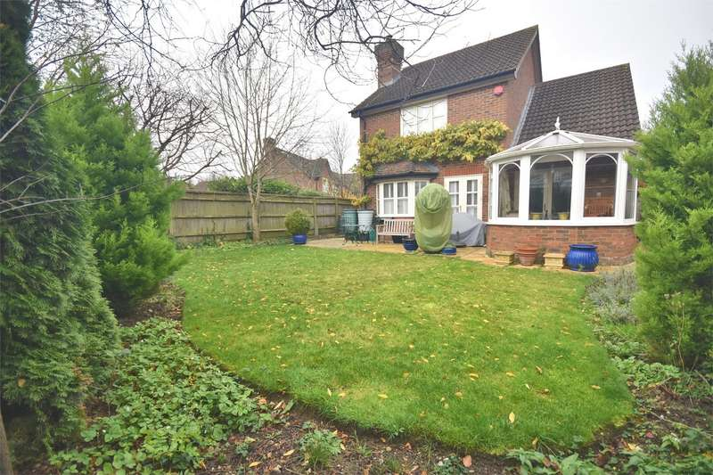 3 Bedrooms Detached House for sale in Walnut Drive, Wendover, Buckinghamshire