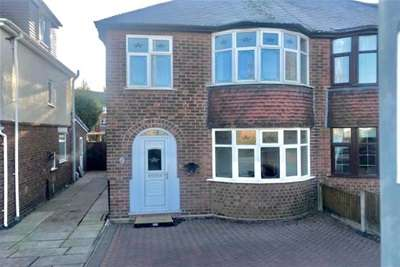 3 Bedrooms Semi Detached House for rent in Bentley Road North WS2