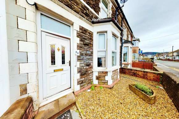 3 Bedrooms Terraced House for sale in Pontygwindy Road, Caerphilly, CF83