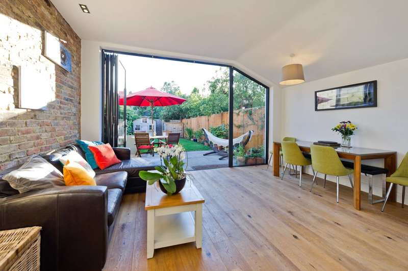 3 Bedrooms Flat for sale in Durnsford Road, Earlsfield, SW19