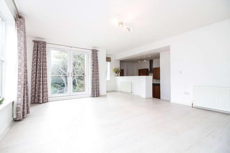 3 Bedrooms Flat for sale in Dene House, The Green, Wallsend, NE28