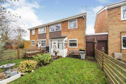 3 Bedrooms Semi Detached House for sale in Melton Walk, Houghton Regis, Dunstable, Bedfordshire
