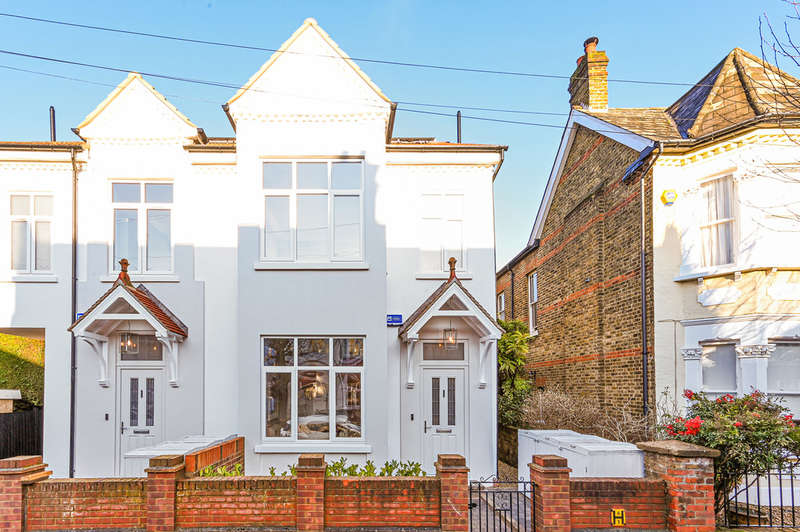 3 Bedrooms Semi Detached House for sale in Southdown Road, London
