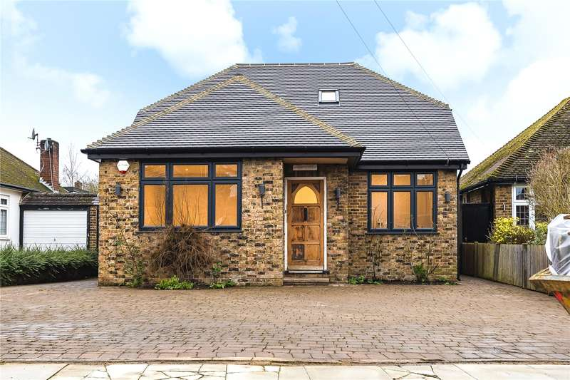 4 Bedrooms Detached Bungalow for sale in Blaydon Close, Ruislip, Middlesex, HA4