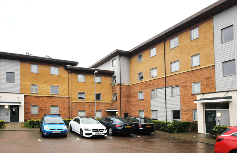 2 Bedrooms Flat for sale in Millicent Grove, Palmers Green, N13