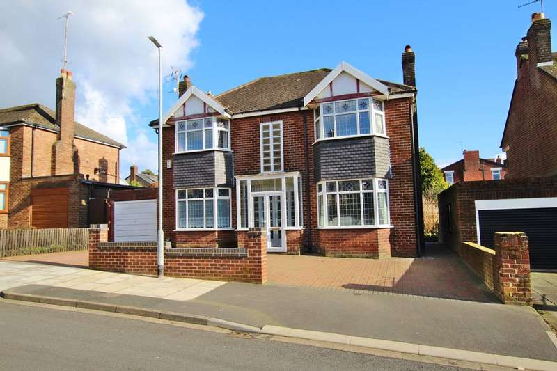 4 Bedrooms Detached House for sale in Walton Road, Dentons Green, St Helens, WA10