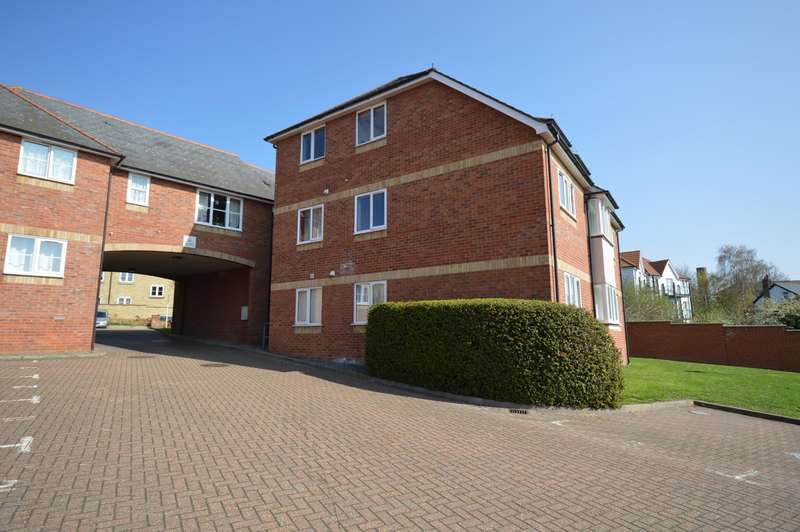 2 Bedrooms Ground Flat for sale in Rose Gardens, Braintree, CM7