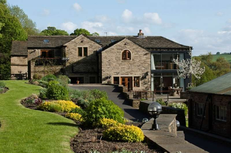 5 Bedrooms Detached House for sale in Blake Hill, Halifax, West Yorkshire, HX3