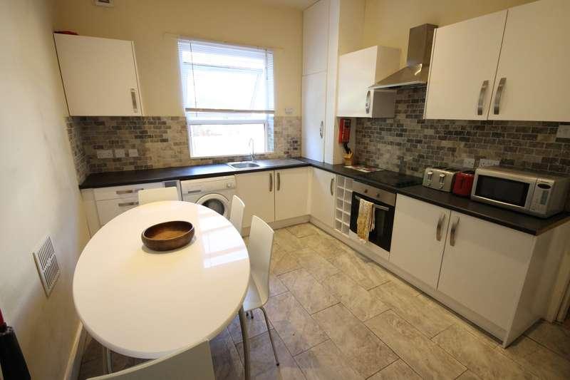 7 Bedrooms Terraced House for rent in Ebberston Terrace, Hyde Park, Leeds, LS6 1AU