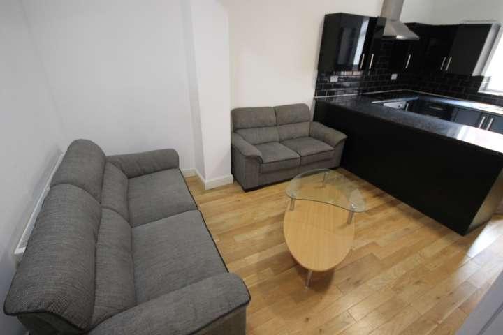 7 Bedrooms Terraced House for rent in Delph Mount, Woodhouse, Leeds, LS6 2HS