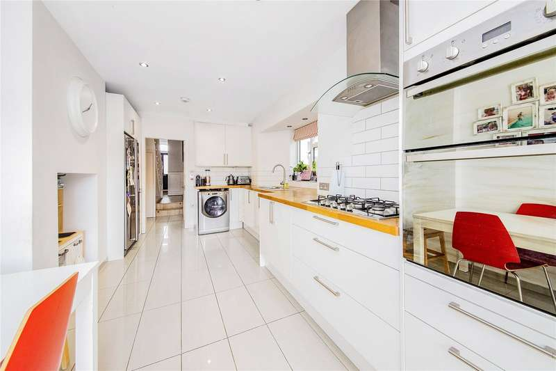5 Bedrooms Terraced House for sale in Inverine Road, Charlton, SE7
