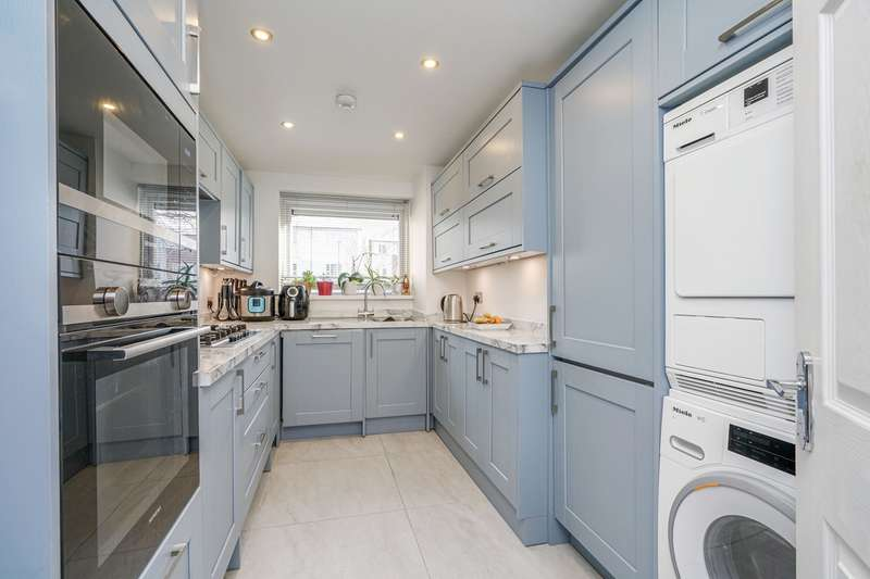 2 Bedrooms Ground Flat for sale in Park View Road, London, W5