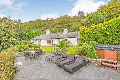 3 Bedrooms Detached House for sale in Llanbedrog, Gwynedd, ., LL53