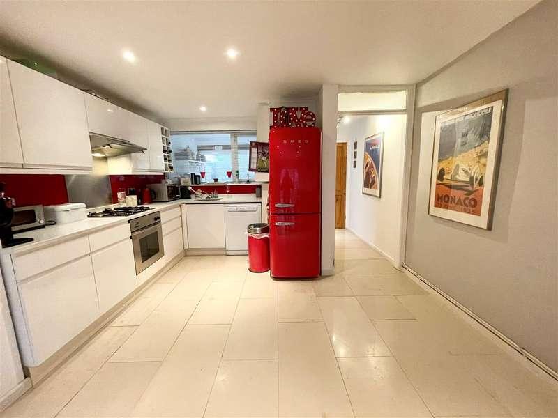 4 Bedrooms Town House for sale in Fordbridge Road, Sunbury-On-Thames
