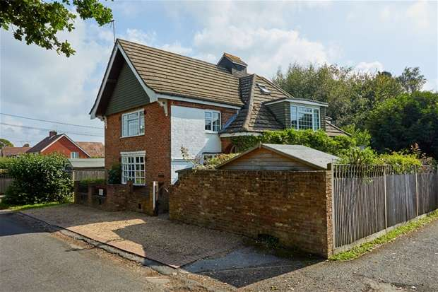 4 Bedrooms Detached House for sale in Church Road, Kilndown, TN17