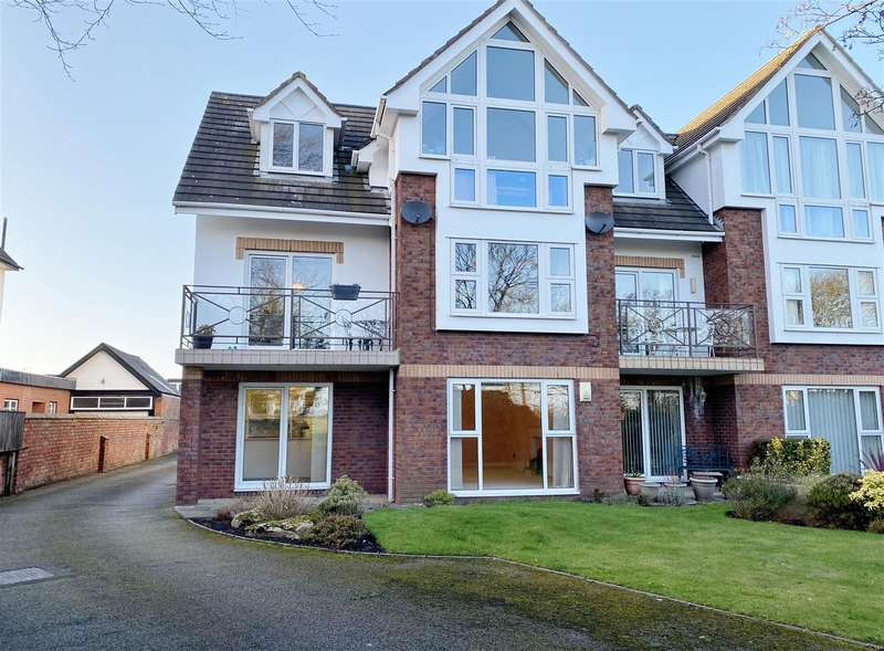 2 Bedrooms Apartment Flat for sale in Royal View, Links Gate, Lytham St Annes