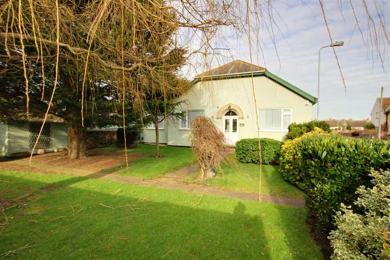 4 Bedrooms Detached Bungalow for sale in Alexandra Road, Mablethorpe