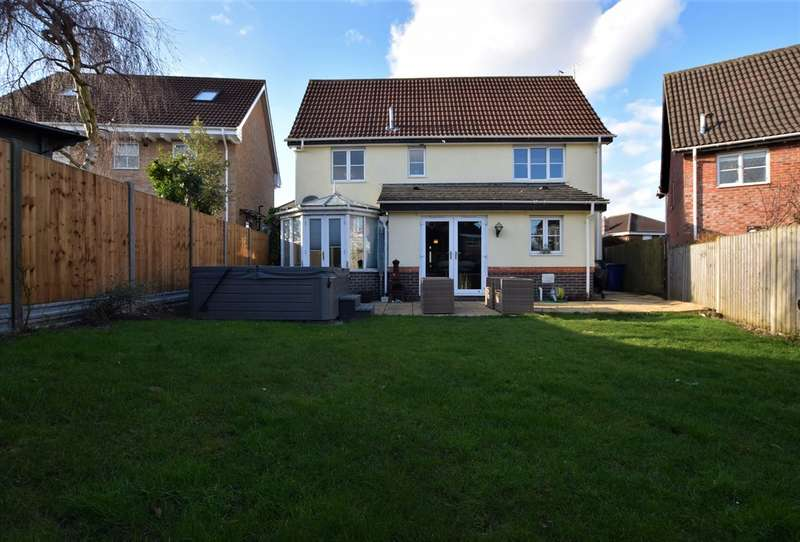 4 Bedrooms Detached House for sale in Calford Drive, Haverhill