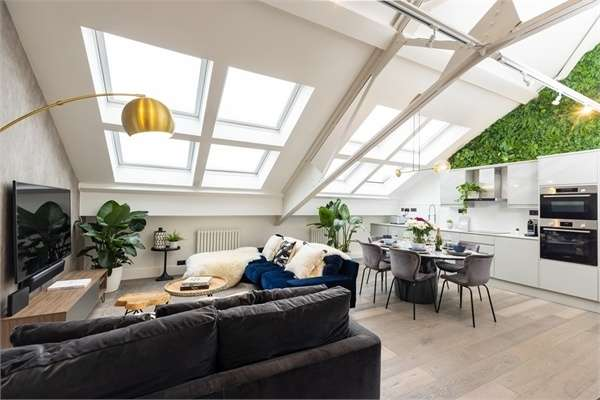 2 Bedrooms Flat for sale in 151 Brook Road, London