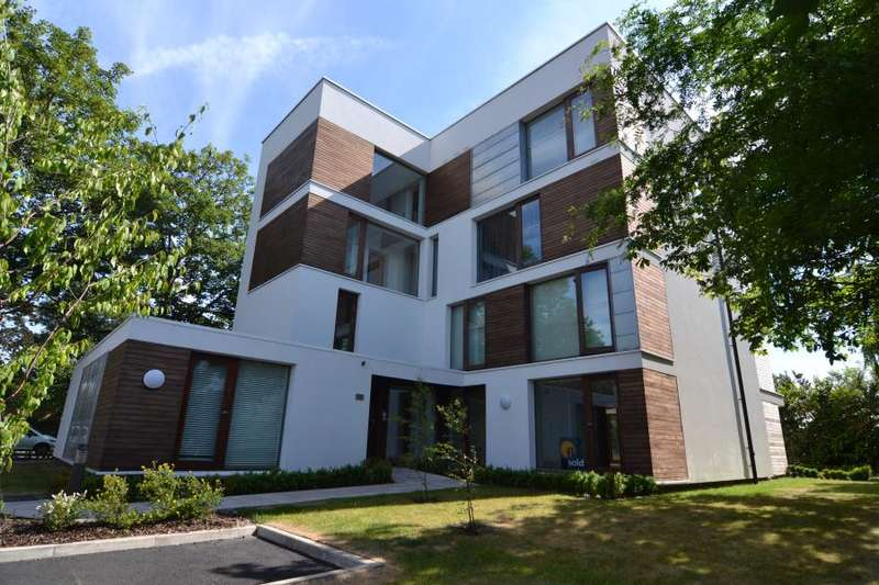 Studio Flat for rent in Rivermead Close, Teddington, TW11