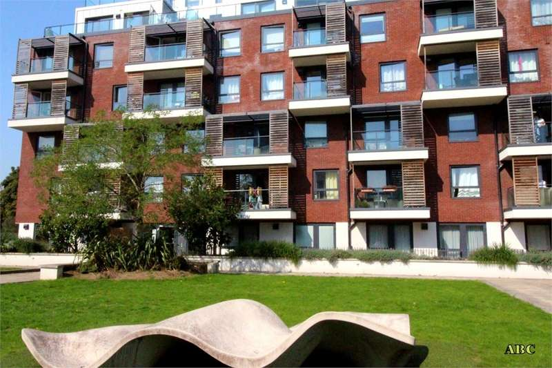 3 Bedrooms Flat for sale in Brunel Court, 201 Green Lane, Edgware, Middlesex