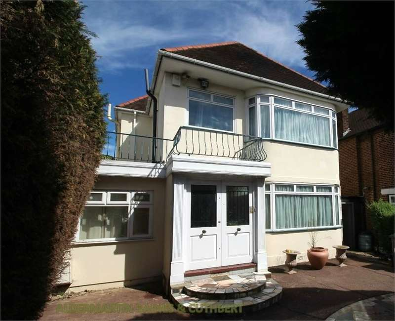 4 Bedrooms Detached House for sale in Penshurst Gardens, Edgware, Middlesex