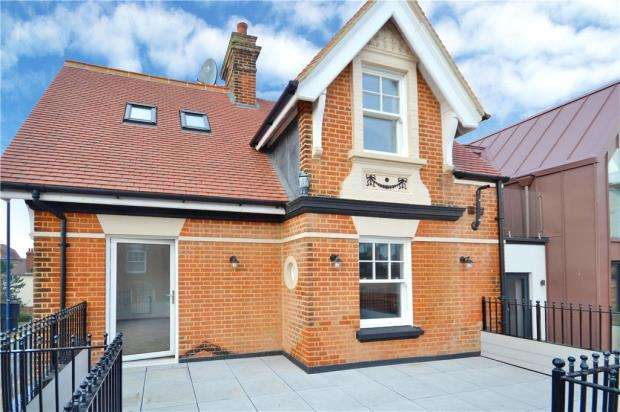 2 Bedrooms Apartment Flat for sale in Undercliff Road West, Felixstowe