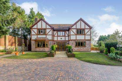 6 Bedrooms Detached House for sale in Seabridge Lane, Newcastle, Staffordshire