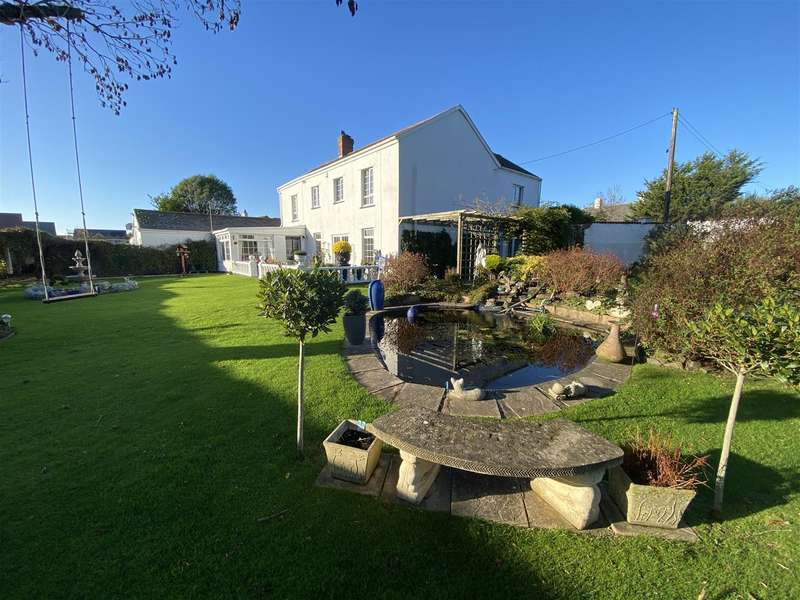 6 Bedrooms Detached House for sale in Nr Braunton