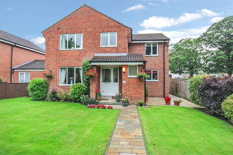 4 Bedrooms Detached House for sale in Whitcliffe Lane, Ripon, HG4 2LD