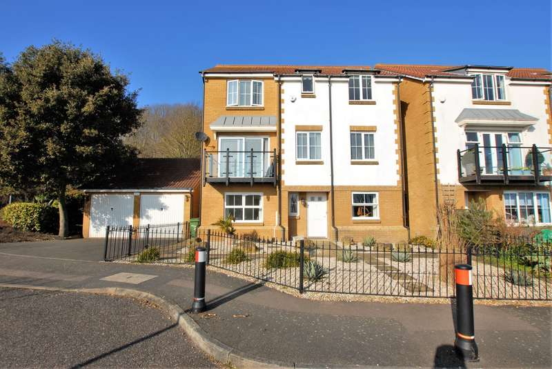 4 Bedrooms Detached House for sale in Alexandra Corniche, Hythe, CT21