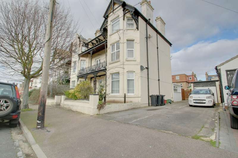 3 Bedrooms Flat for sale in Granville Road, Clacton-On-Sea