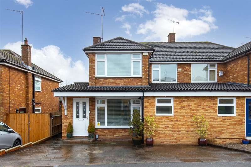 4 Bedrooms Semi Detached House for sale in Goldstone Crescent, Dunstable