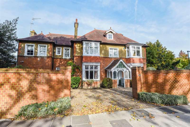 5 Bedrooms Detached House for sale in Park Road, Hampton Hill