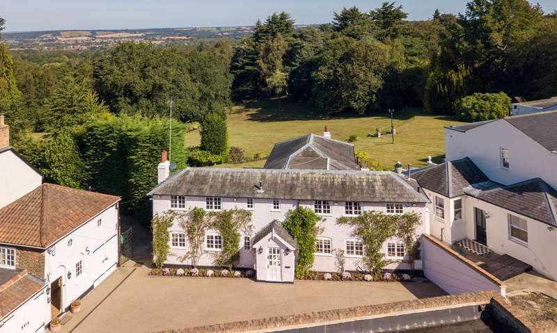 5 Bedrooms Country House Character Property for sale in Manor Road, High Beech, Loughton