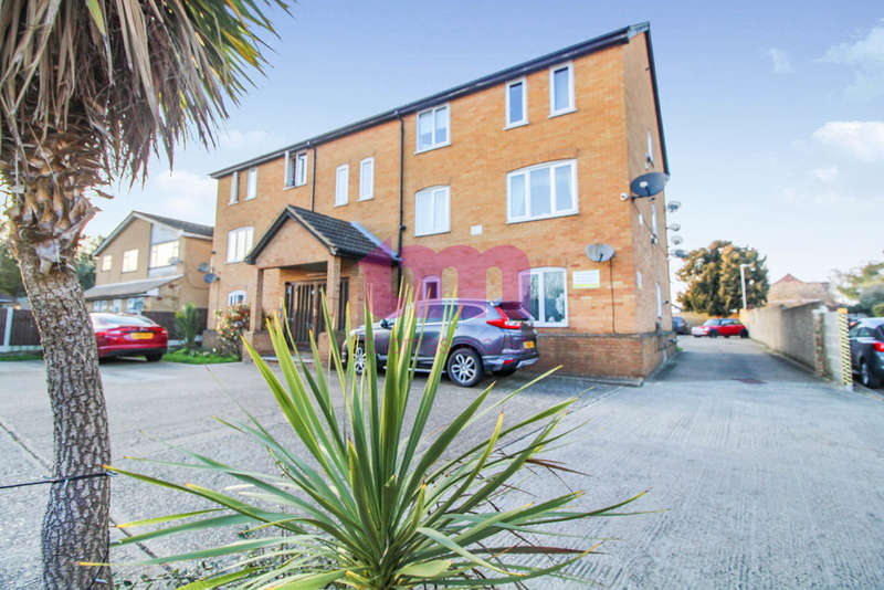 2 Bedrooms Flat for sale in High Street, Aveley