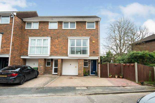 5 Bedrooms End Of Terrace House for sale in Walton-on-Thames, Surrey