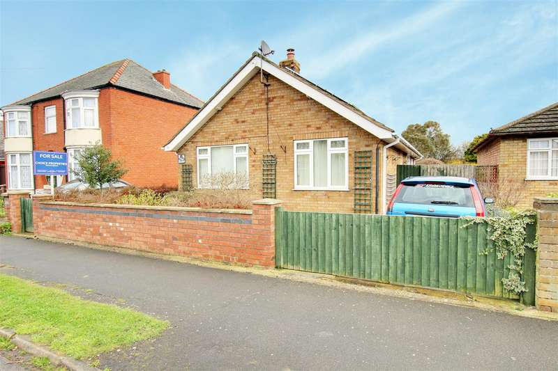 2 Bedrooms Detached Bungalow for sale in St. Andrews Road, Mablethorpe