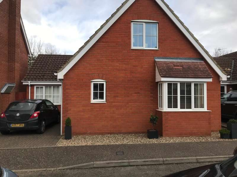 4 Bedrooms Bungalow for sale in Barnard Close, Gorleston, Great Yarmouth, NR31