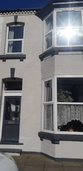 4 Bedrooms Terraced House for sale in Queen Street, Redcar, North Yorkshire, TS10