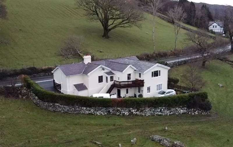 3 Bedrooms Detached House for sale in Capel Curig