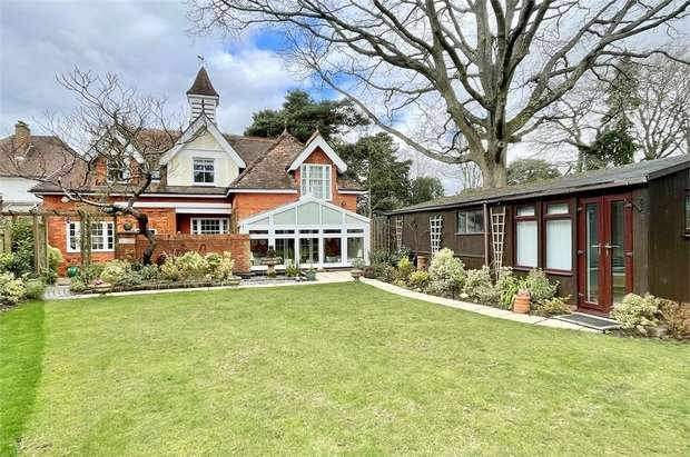 3 Bedrooms Detached House for sale in Marlborough Road, Westbourne, Bournemouth