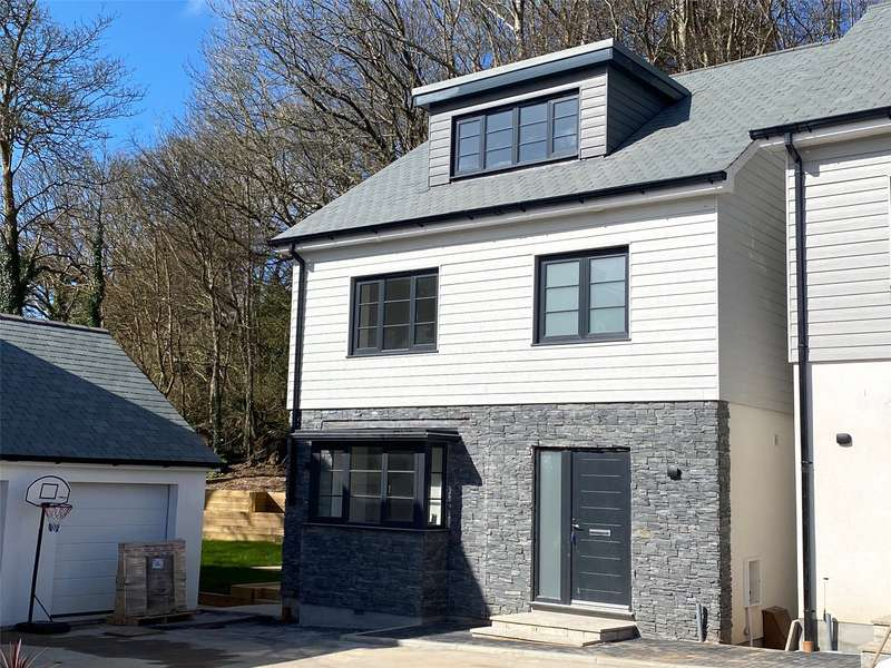 4 Bedrooms Detached House for sale in The Boundary, Gloweth, Truro, Cornwall