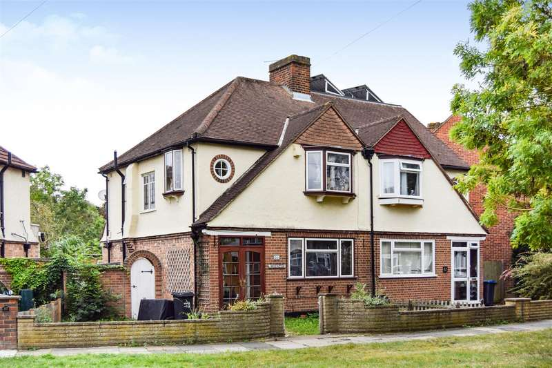 3 Bedrooms Semi Detached House for sale in Woodland Way, Morden