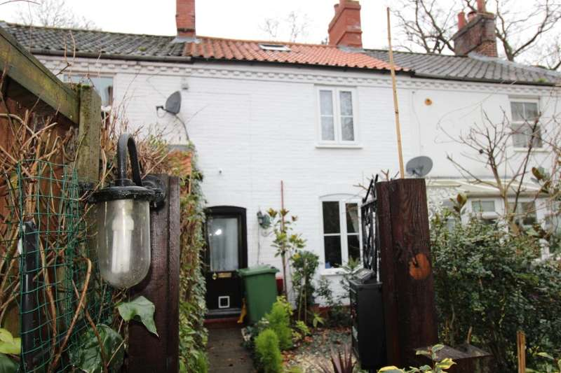 2 Bedrooms Terraced House for sale in 2 Lower Cottage, Kings Arms Street, North Walsham, Norfolk