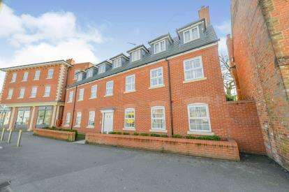 2 Bedrooms Flat for sale in High Street, Shefford, Bedfordshire, England