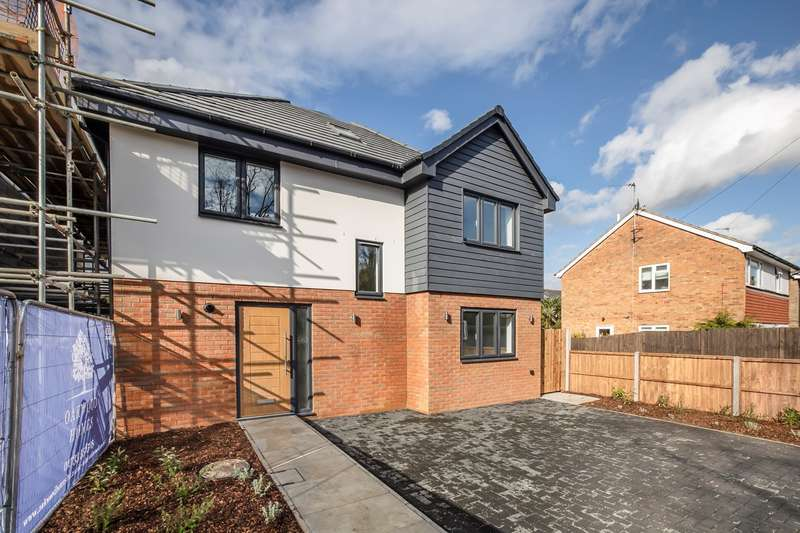4 Bedrooms Detached House for sale in Green Drift, Royston, SG8